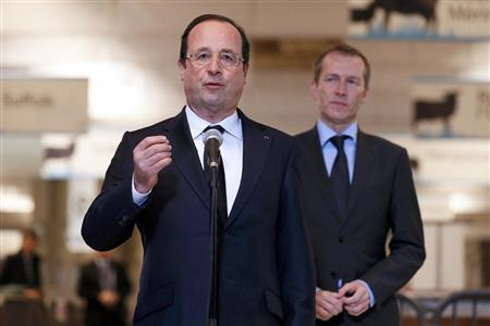French President Francois Hollande (L), flanked by Junior Minister for Food Industry Guillaume Garot, delivers a speech during his visit to the 50th International Agricultural Show in Paris, February 23, 2013. The Paris Farm Show runs from February 23 to March 3, 2013. REUTERS/Kenzo Tribouillard/Pool