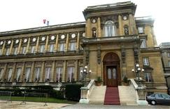 Vue du ministère des Affaires étrangères, à Paris. Le Quai d'Orsay a mis en garde samedi les ressortissants français habitant au Bénin contre les risques d'attentat et d'enlèvement dans ce pays, proche du Mali. /Photo d'archives/REUTERS