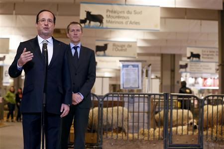 French President Francois Hollande (L), flanked by Junior Minister for Food Industry Guillaume Garot, delivers a speech during his visit to the 50th International Agricultural Show in Paris, February 23, 2013. REUTERS/Kenzo Tribouillard/Pool