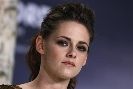 Cast member Kristen Stewart poses for pictures before the German premiere of The Twilight Saga: Breaking Dawn Part 2 in Berlin, November 16, 2012. REUTERS/Thomas Peter