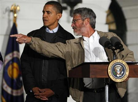 President Barack Obama (L) gets direction from White House science adviser John Holdren during an event to look at the stars with local middle school students and astronomers from across the country on the South Lawn at the White House in Washington, October 7, 2009. REUTERS/Jim Young