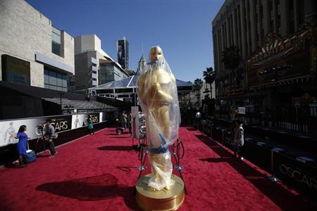 An Oscar statue on the red carpet is covered with a plastic tarp during preparations for the 85th Academy Awards in Hollywood, California February 23, 2013. REUTERS/Mario Anzuoni