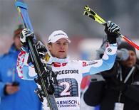 Le Français Alexis Pinturault a remporté son premier slalom géant de coupe du monde, dimanche, à Garmisch-Partenkirchen, en Allemagne. /Photo prise le 24 février 2013/REUTERS/Michael Dalder