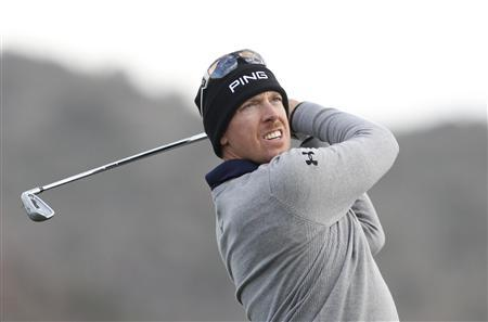 Hunter Mahan of the U.S. watches his tee shot on the third hole during the semifinal round of the WGC-Accenture Match Play Championship golf tournament in Marana, Arizona February 24, 2013. REUTERS/Matt Sullivan