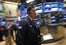 """Les investisseurs américains auront de nouveau les yeux tournés vers Washington cette semaine à l'approche du 1er mars, même si l'angoisse n'est pas la même qu'il y a deux mois lorsque l'économie américaine était sous la menace du """"mur budgétaire"""". /Photo prise le 5 février 2013/REUTERS/Brendan McDermid"""