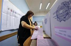 Voting officials prepare ballot papers in a polling station in Rome February 24, 2013. Italians began voting on Sunday in one of the most closely watched elections in years, with markets nervous about whether it can produce a strong government to pull Italy out of recession and help resolve the euro zone debt crisis. REUTERS/Yara Nardi