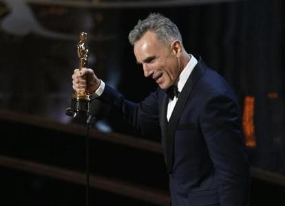 Daniel Day Lewis accepts the Oscar for best actor for his role in ''Lincoln,'' at the 85th Academy Awards in Hollywood, California, February 24, 2013. Day Lewis is the first actor to win three best actor Oscars. REUTERS/Mario Anzuoni