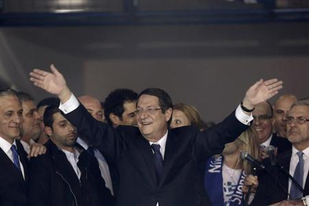 Newly elected President of Cyprus Nicos Anastasiades waves to supporters during a proclamation ceremony at Eleftheria stadium in Nicosia February 24, 2013. Cypriot conservative leader Nicos Anastasiades won an overwhelming victory in a presidential run-off election on Sunday, boosting hopes of a swift financial rescue for the near-bankrupt island nation. REUTERS/Yorgos Karahalis (CYPRUS - Tags: POLITICS ELECTIONS)