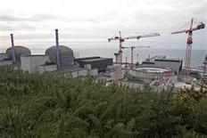 Site nucléaire EPR de Flamanville. Après le revers enregistré par Areva en Finlande, le groupe écologiste de l'Assemblée nationale a demandé lundi la création d'une commission d'enquête parlementaire sur les réacteurs nucléaires de troisième génération (EPR). /Photo prise le 17 janvier 2013/REUTERS/Charles Platiau