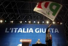Italy's Democratic Party (PD) leader Pier Luigi Bersani waves a flag during his political rally in downtown Naples February 21, 2013. REUTERS/Ciro De Luca (ITALY - Tags: POLITICS ELECTIONS)