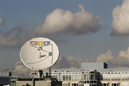 A satellite dish of RTL Television is seen on the roof of the former RTL headquarters in Cologne November 12, 2012. Media conglomerate Bertelsmann and its RTL Group warned the economic crisis in Europe would weigh on earnings this year as companies spend less on advertising. RTL Group, majority owned by Bertelsmann, earlier said it still expected its 2012 operating profit to drop, citing an ''increasingly tough economic environment''. And while the euro zone crisis has started to hit the German economy, RTL said its TV advertising sales slightly increased in Europe's biggest economy. Picture taken November 12. REUTERS/Wolfgang Rattay (GERMANY - Tags: BUSINESS MEDIA) - RTR3ACCE