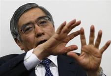 Presidente do Banco Asiático de Desenvolvimento, Haruhiko Kuroda, fala durante entrevista em Tóquio, Japão. O primeiro-ministro do Japão, Shinzo Abe, deve provavelmente nomear um defensor da flexibilização da política monetária agressiva --Kuroda-- como o presidente do banco central para intensificar a sua luta para finalmente livrar o país da deflação. 11/02/2013 REUTERS/Toru Hanai