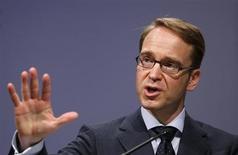 Jens Weidmann, président de la Bundesbank et membre du Conseil des gouverneurs de la Banque centrale européenne (BCE), estime que la BCE devrait renouer avec une politique monétaire plus traditionnelle car sa politique actuelle est trop proche de la politique budgétaire. /Photo prise le 19 novembre 2012/REUTERS/Lisi Niesner