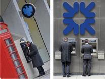 Barclays et Royal Bank of Scotland comptent lever plus de capital par le biais d'obligations convertibles, pour répondre à de nouvelles normes prudentielles plus rigoureusesselon des sources proches du dossier. /Photos d'archives/REUTERS