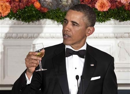 U.S. President Barack Obama makes a toast during the 2013 Governors' Dinner in the State Dining Room of the White House in Washington February 24, 2013. REUTERS/Joshua Roberts