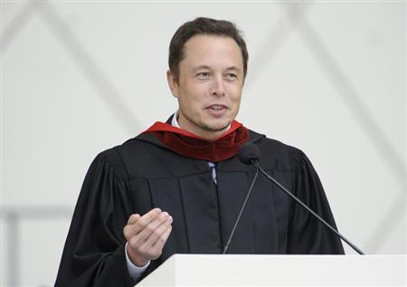Elon Musk, co-founder of SpaceX and Tesla Motors, speaks at the California Institute of Technology commencement ceremony in Pasadena, California June 15, 2012. REUTERS/Phil McCarten