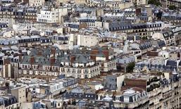 Selon des économistes et des experts interrogés par Reuters, le coût du logement et de l'immobilier en général est devenu en France un frein à la compétitivité, notamment en comparaison de l'Allemagne, mais il ne sera pas simple d'y remédier. /Photo d'archives/REUTERS/Kevin Coombs