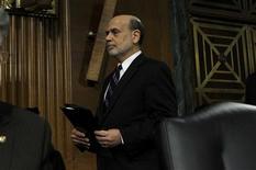 Ben Bernanke, le président de la Réserve fédérale américaine, a vigoureusement défendu mardi la politique d'achats d'obligations de la Fed au Congrès en assurant que ses avantages restaient nettement supérieurs à ses inconvénients. /Phoot prise le 26 février 2013/REUTERS/Gary Cameron