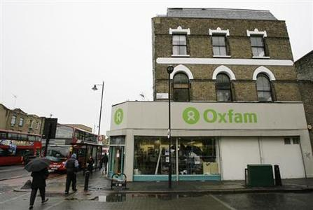 People walk past an Oxfam store in Dalston in east London November 28, 2008. REUTERS/Simon Newman