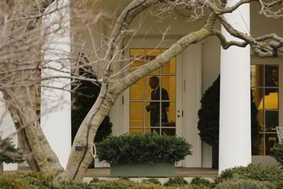 White House steps up campaign to avoid spending cuts