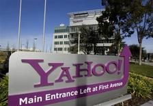 A Yahoo! signs sits out front of their headquarters in Sunnyvale, California, February 1, 2008. merger.REUTERS/Kimberly White