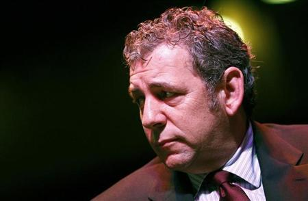 Cablevision CEO James Dolan is seen at a news conference in New Yor, November 22, 2010. REUTERS/Mike Segar