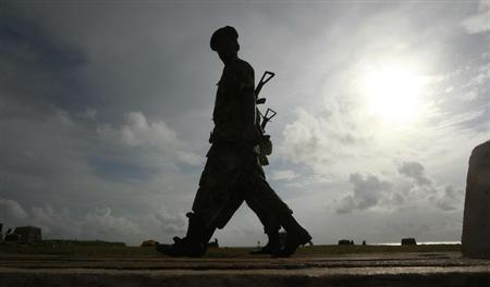 Army soldiers patrol along Galle face green in Colombo August 25, 2011. REUTERS/Dinuka Liyanawatte