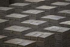 Crisótilo na mina de Cana BRava em Minacu, em Goiás. O novo marco regulatório da mineração, em fase final de elaboração pelo governo, pode estabelecer vantagens tributárias para mineradoras que agregarem valor à produção, afirmaram autoridades à Reuters. 18/01/2013 REUTERS/Ueslei Marcelino
