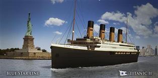 """Un magnat des mines australien, Clive Palmer, a dévoilé mardi à New York la maquette du """"Titanic II"""", réplique moderne du paquebot prétendument insubmersible qui sombra dans l'Atlantique-Nord en 1912 après avoir heurté un iceberg lors de son voyage inaugural. Ce nouveau """"Titanic"""" a été présenté comme """"le paquebot de croisière le plus sûr au monde"""" même si Clive Palmer, tout en affirmant ne pas être très superstitieux, a refusé de promettre qu'il serait insubmersible. /Image diffusée le 26 février 2013/REUTERS/Blue Star Line"""