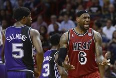 Sacramento Kings' John Salmons (L) watches Miami Heat's LeBron James (R) react to a call by an official during the first half of their NBA basketball game in Miami, Florida, February 26, 2013. REUTERS/Rhona Wise