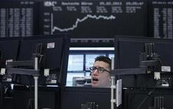 Un trader durante una seduta di borsa. REUTERS/Lisi Niesner