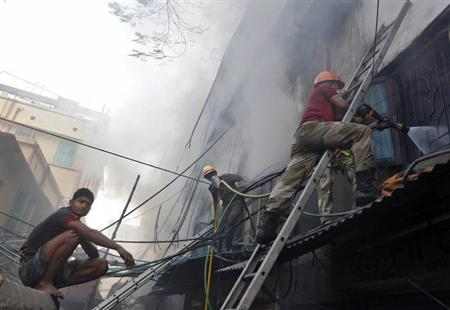 Fire fighters try to extinguish a fire at a multi-storey market complex in Kolkata February 27, 2013. REUTERS/Rupak De Chowdhuri