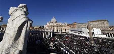 A general view of a packed Saint Peter's Square at the Vatican where Pope Benedict XVI holds his last general audience, February 27, 2013. REUTERS/Stefano Rellandini