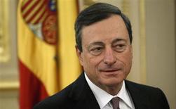 Los bancos españoles e italianos aumentaron sus inversiones netas en deuda pública en enero, según datos del Banco Central Europeo conocidos el miércoles. Imagen del presidente del BCE, Mario Draghi, durante su visita al Congreso de los Diputados en Madrid el 12 de febrero. REUTERS/Javier Barbancho