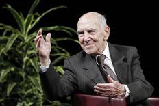 """Stéphane Hessel, ancien résistant, diplomate et auteur en 2010 du manifeste """"Indignez-vous"""", est mort dans la nuit de mardi à mercredi à l'âge de 95 ans. /Photo prise le 19 janvier 2012/REUTERS/Stéphane Mahé"""