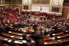 Trente-neuf députés PS se prononcent dans une tribune publiée dans Le Monde daté du 28 février pour l'application dès 2014 du non-cumul des mandats, l'une des promesses électorales les plus symboliques de François Hollande. /Photo prise le 5 février 2013/REUTERS/Charles Platiau