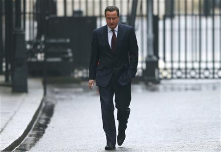 Britain's Prime Minister David Cameron returns to Downing Street after taking his daughter to her school in central London, February 26, 2013. REUTERS/Andrew Winning