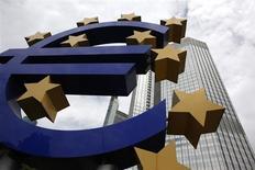 """Les résultats des élections en Italie, marquées par le succès des partis opposés à l'austérité, pourraient compliquer la tâche de la Banque centrale européenne en limitant sa capacité à mettre en oeuvre ses """"opérations monétaires sur titres"""" (OMT), sa principale arme contre la crise de la dette, estiment nombre d'investisseurs. /Photo d'archives/REUTERS/Ralph Orlowski"""