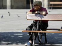 Jean-Marc Ayrault a mis en place mercredi la commission chargée de réfléchir d'ici au mois de juin à l'élaboration d'une nouvelle réforme du système de retraites, que celle de 2010 n'avait pas suffi à sécuriser. /Photo d'archives/REUTERS/Miguel Vidal
