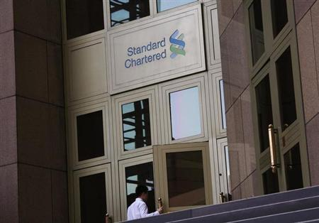 A man enters the Standard Chartered headquarters in Hong Kong October 13, 2010. REUTERS/Bobby Yip/Files