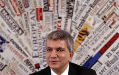 Un socio menor de la coalición de centroizquierda italiana rechazó el miércoles la formación de una alianza de Gobierno con la centroderecha, después de que ningún bloque lograra suficientes escaños para gobernar en las recientes elecciones. En la imagen, Nichi Vendola, en una rueda de prensa en Ronma, el 10 de diciembre de 2012. REUTERS/Tony Gentile