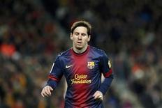 A Lionel Messi rara vez se la ha acusado de no rendir al máximo en los grandes partidos, y ha marcado goles en dos finales europeas, pero tras sus flojas actuaciones contra el AC Milan y el Real Madrid, comienzan a surgir dudas. En la imagen, Lionel Messi durante el partido en el Camp Nou el 26 de febrero de 2013. REUTERS/Gustau Nacarino