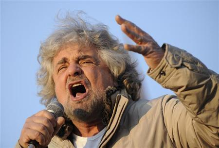 Five-Star Movement leader and comedian Beppe Grillo gestures during a rally in Turin February 16, 2013. REUTERS/Giorgio Perottino (ITALY - Tags: POLITICS ELECTIONS) - RTR3DVM1