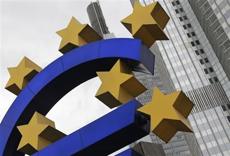 A structure showing the Euro currency sign is seen in front of the European Central Bank (ECB) headquarters in Frankfurt July 11, 2012. REUTERS/Alex Domanski (GERMANY - Tags: BUSINESS LOGO) - RTR34UAR