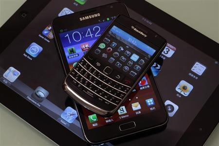 A Blackberry Bold smartphone, a Samsung Galaxy Note phablet, and an Apple iPad 2 tablet are displayed in this illustration photo in Hong Kong January 3, 2013. REUTERS/Bobby Yip