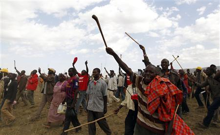 Supporters of Kenya's Deputy Prime Minister and presidential candidate Uhuru Kenyatta from the Maasai community welcome him before a campaign rally in the Rift Valley town of Suswa, about 70 km (43 miles) west of the capital Nairobi, February 27, 2013. REUTERS/Thomas Mukoya