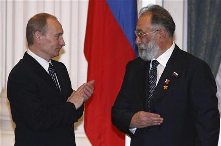 Russia's President Vladimir Putin (L) applauds after he decorated Russian State Duma member Artur Chilingarov, the leader of the 2007 Arctic deep-water expedition, with the Hero's Golden Star during a ceremony in Moscow's Kremlin in this file photo taken February 21, 2008. REUTERS/Pool