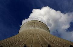 Le Royaume-Uni pourrait bientôt accueillir des financements chinois pour renouveler son parc nucléaire vieillissant, face au retrait complet des acteurs britanniques du secteur, alors que Londres estime à 200 milliards de livres (230 milliards d'euros) les investissements énergétiques nécessaires d'ici 2020. /Photo d'archives/REUTERS/Stefan Wermuth