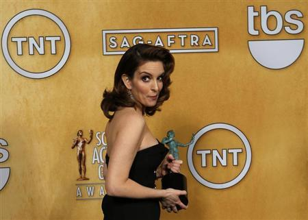 Actress Tina Fey holds her award for outstanding performance by a female actor in a comedy series backstage at the 19th annual Screen Actors Guild Awards in Los Angeles, California January 27, 2013. REUTERS/Adrees Latif (UNITED STATES - Tags: ENTERTAINMENT)