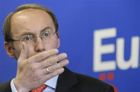 Othmar Karas gestures during a news conference in Vienna May 8, 2009. REUTERS/Leonhard Foeger/Files